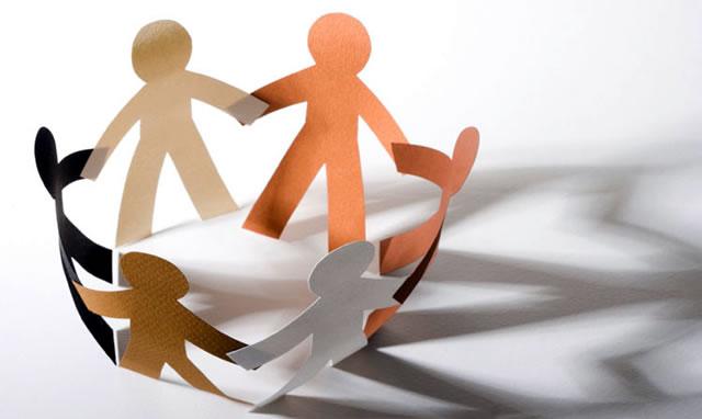 ilustrasi-orang-saling-berpegangan-tangan