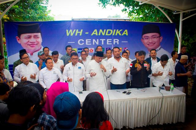 Calon Gubernur Banten nomor urut 1 H. Wahidin Halim dalam konferensi pers di kediamannya, Rabu (15/2)