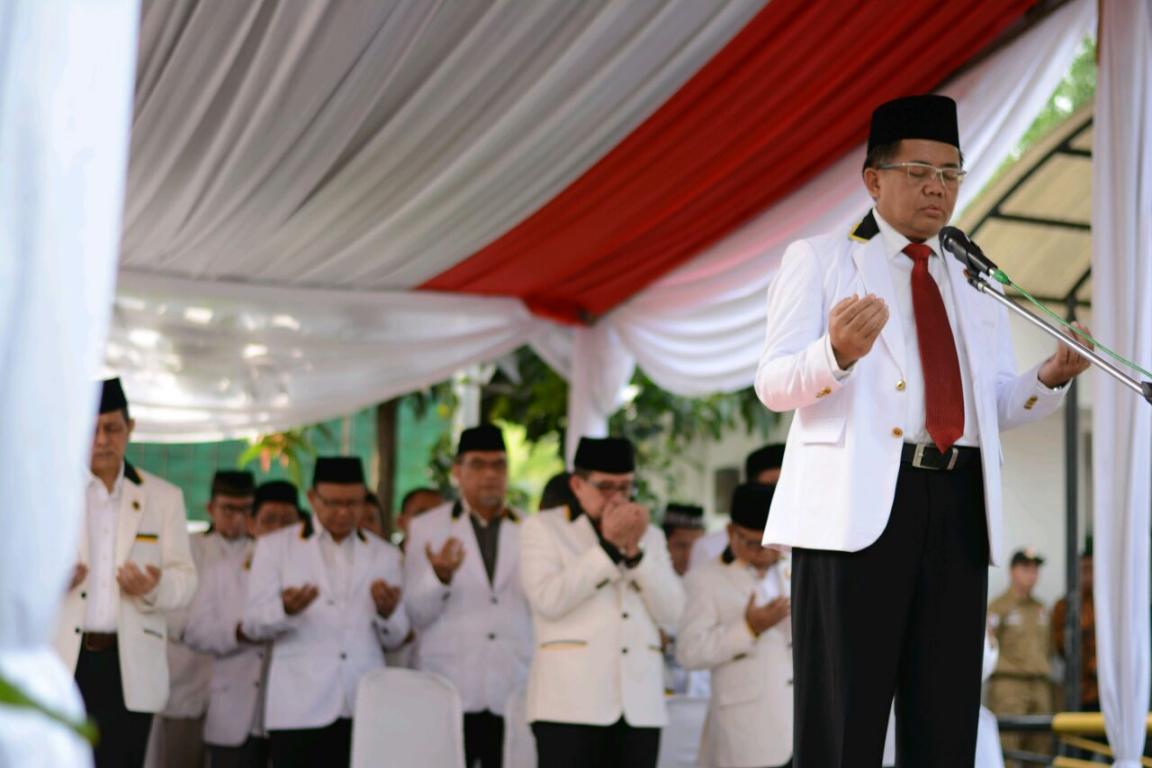 Presiden PKS Mohamad Sohibul Iman menjadi pembina upacara peringatan kemerdekaan di halaman gedung DPP PKS, Rabu (17/8)