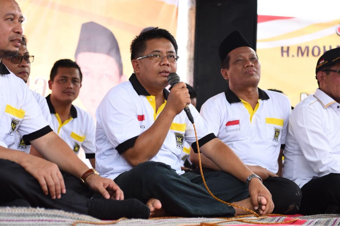 Presiden PKS Mohamad Sohibul Iman berdialog dengan para nelayan dan petani garam di Pati Jawa Tengah