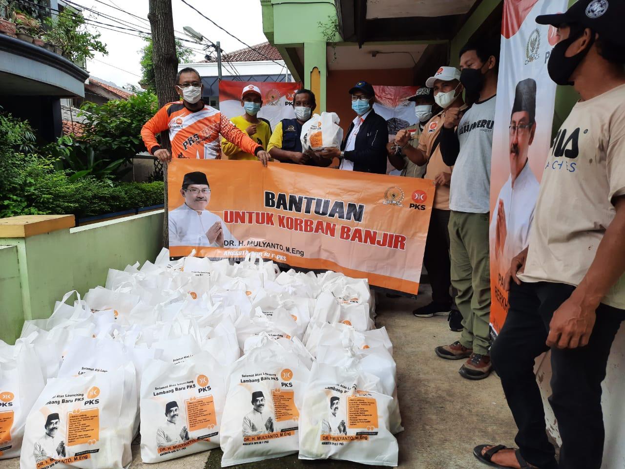 Banjir Larangan, Aleg Pusat Serahkan Bantuan