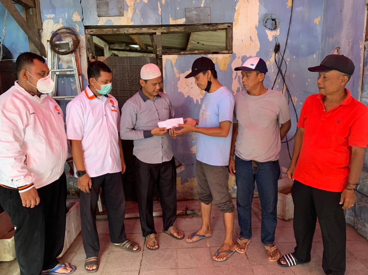 Rumah Warga Rubuh, PKS Batu Ceper Bantu Perbaiki